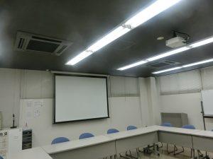 ibb fukuokaビル貸し会議室。貸出備品プロジェクター&スクリーン。